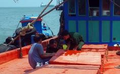 Bắt tàu chở 80.000 lít dầu không rõ nguồn gốc