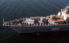 Tàu chiến của Nga và Mỹ suýt đâm nhau
