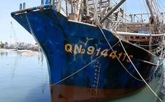 Video tàu cá Quảng Nam 'tố' bị tàu Trung Quốc vây áp, cướp 2 tấn mực
