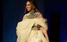 Nữ danh ca 22 giải Grammy lộng lẫy trang phục của nhà thiết kế Phương My