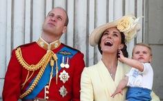 Xem hình ảnh hoành tráng lễ diễu hành mừng sinh nhật Nữ hoàng Anh