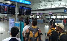 """Hành khách hết """"chói tai' với tiếng loa ở nhà ga quốc tế Tân Sơn Nhất"""