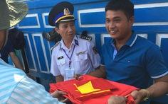 32 ngư dân Trung Quốc trôi dạt ở Trường Sa đã được bàn giao trên biển