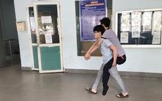 Tài xế xe ôm không lấy tiền của sinh viên mất hai chân: 'Cho đi rồi người khác cho lại mình'