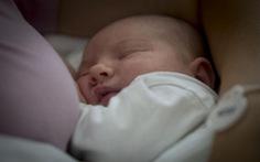 Cho con bú lâu hơn giúp tiết kiệm gần 1 tỉ USD mỗi ngày