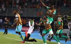 Video Senegal hạ Tunisia ở trận bán kết có hai quả 11m và pha phản lưới 'khó đỡ'