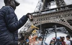 Thế giới kinh doanh phi pháp bên chân tháp Eiffel