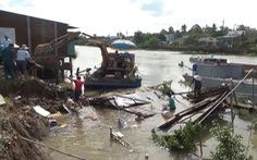 Video: 5 căn nhà đổ sập xuống sông ở Đồng Tháp
