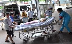 Bị tai nạn giao thông vô cấp cứu nằm chờ người thân tới... đóng tạm ứng