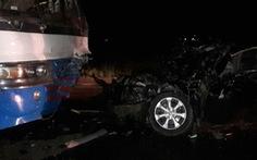 Chủ tịch huyện Đức Huệ lái ôtô va chạm xe chở công nhân