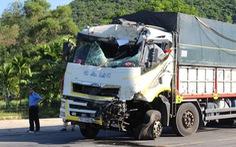 Xe khách, xe tải đối đầu trên đường tránh Nam Hải Vân do xe khách cố vượt