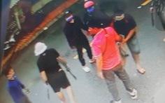Bắt tạm giam 4 nghi phạm ném bình gas, nổ súng truy sát người