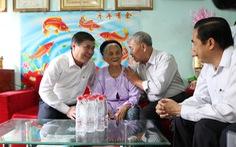 Chủ tịch Nguyễn Thành Phong thăm gia đình chính sách TP.HCM