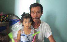 Hai cha con ngư dân được cứu sống sau 5 giờ buộc tay trôi dạt trên biển