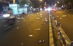 'Lốc rác' bay tứ tung trên đường phố Sài Gòn