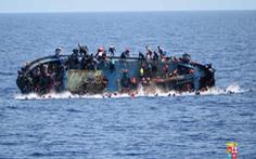 Chìm tàu chở dân tị nạn tại Libya, hơn 100 người mất tích