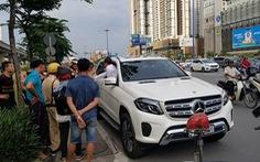 Người vi phạm cù nhầy cố thủ trong ô tô, xử lý sao?