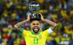 Thất nghiệp, đội trưởng Brazil Dani Alves lên mạng xã hội tìm việc