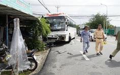 Bà Rịa - Vũng Tàu: ôtô 45 chỗ tông ôtô 16 chỗ đang qua đường