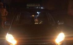 Đang chở khách, tài xế taxi bất ngờ tử vong sau vôlăng