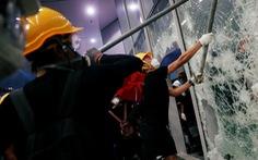Dư luận Hong Kong chia rẽ sau vụ tấn công Hội đồng lập pháp
