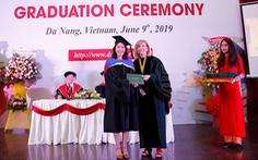 Sinh viên Duy Tân nhận bằng tốt nghiệp của ĐH Keuka, Mỹ
