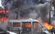 Video: Cháy cơ sơ kinh doanh vỏ xe cũ, khói bao trùm cả khu vực