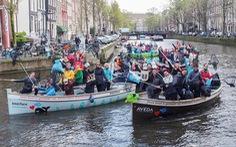 Độc đáo du lịch trên kênh và 'câu' rác thải nhựa ở Hà Lan