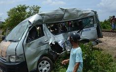 Hai chị em ruột chết thương tâm khi tàu SE27 tông ôtô 16 chỗ