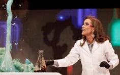 Tân hoa hậu Virginia đăng quang nhờ làm thí nghiệm hóa học