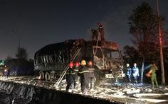 Xe tải bất ngờ bốc cháy dữ dội trong đêm trên đường Võ Chí Công