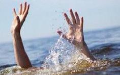 Nhảy xuống sông cứu con bị lưới quấn, hai cha con cùng tử vong