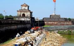 Khắc phục sai sót và xử lý trách nhiệm vụ phá cũ xây mới bờ hào kinh thành Huế
