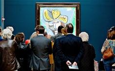 Nghệ thuật cũng không thoát cảnh 'vay nợ'