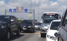 Kẹt xe 'không nhúc nhích' trên cao tốc TP.HCM - Long Thành - Dầu Giây suốt 3 giờ
