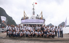 Hành trình Từ Trái Tim: Vượt ngàn hải lý trao tặng sách quý