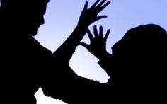 Đêm tối, không khóa cửa phòng trọ, cô gái bị hiếp dâm, cướp tài sản