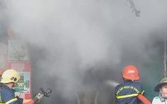 Video: Sau tiếng nổ lớn, một nhà dân ở Đà Nẵng bốc cháy dữ dội