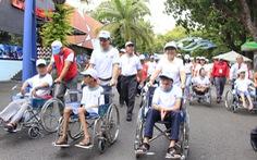 Hơn 5.000 người đi bộ vì nạn nhân chất độc da cam
