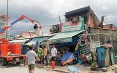 TP.HCM: Cháy tiệm sửa xe giữa trưa, cả khu phố náo loạn