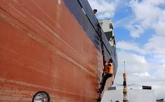 Video: Một ngư dân rơi xuống biển ở luồng Soài Rạp đã được cứu sống