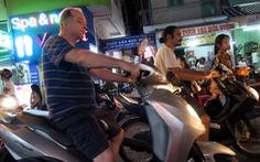 Nghiêm khắc hơn với người nước ngoài phạm luật giao thông