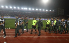 Video toàn cảnh vụ cầu thủ Thái Lan ngừng thi đấu phản đối trọng tài