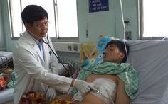 Khó tin: tăm tre đâm xuyên dạ dày, gan và màng tim mà bệnh nhân không biết