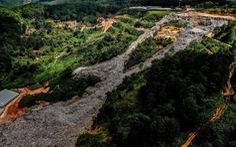 Núi rác Cam Ly hôi thối đổ xuống vườn dân cả tuần không được dọn