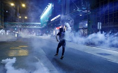 Hong Kong tung 2,4 tỉ USD cứu kinh tế