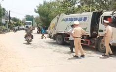 Xe chở rác lao qua đường, cán tử vong phụ nữ làm nghề bán trái cây