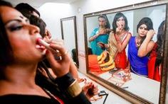 'Cuộc đời vô hình' đầy khổ đau của những người liên giới tính ở Ấn Độ