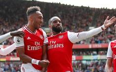 'Song sát' Aubameyang - Lacazette giúp Arsenal thắng trận thứ hai liên tiếp