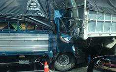Húc đuôi xe tải đậu trên cao tốc Trung Lương, tài xế chết ngay trên cabin